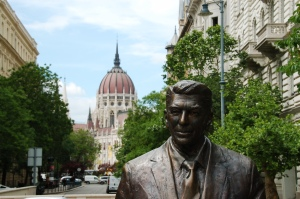 Ronald Reagan statue with Parliament in the background. Guess who won the Cold War? That's right, uh huh, we did!